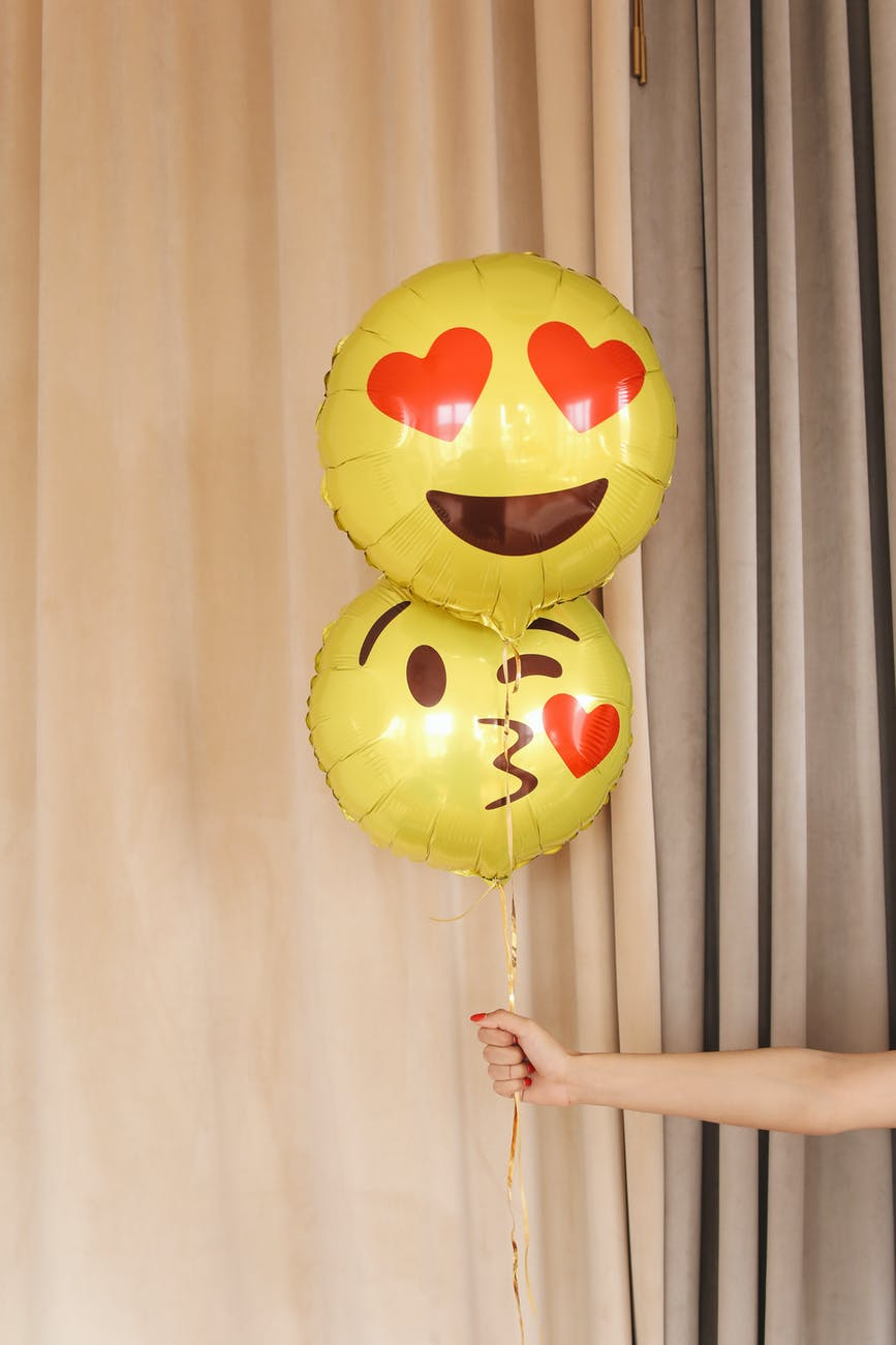 Love emojis balloon